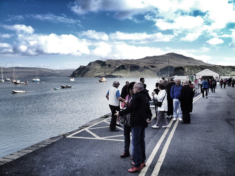 waiting-cruise-ship-passengers-portree